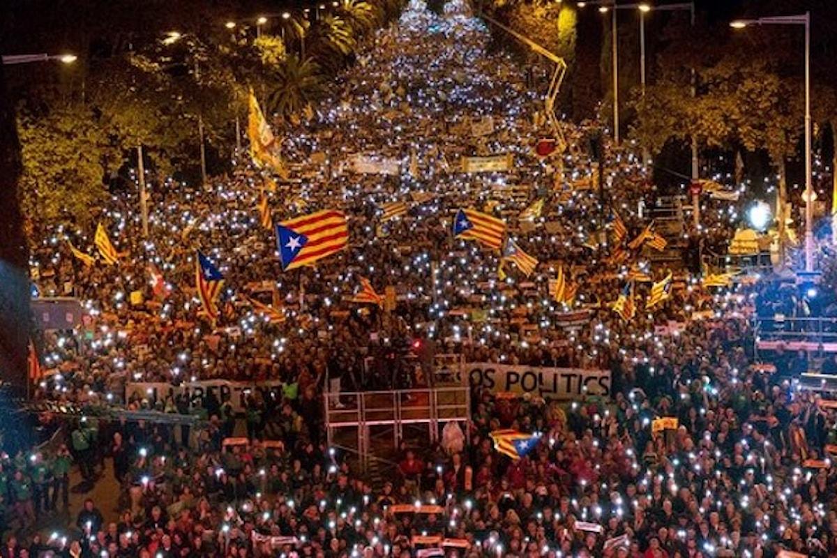 A Barcellona in 750mila chiedono la libertà per i presidenti di ANC e Òmnium e gli ex componenti della Generalitat