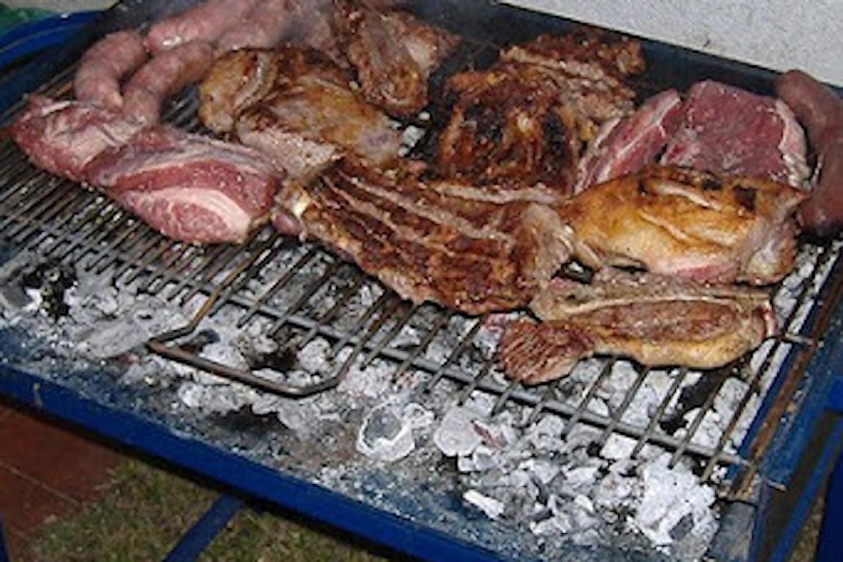 La cucina argentina tradizionale è fondata essenzialmente sulla carne, amplificata dai diversi influssi culturali, principalmente italiani e spagnoli.