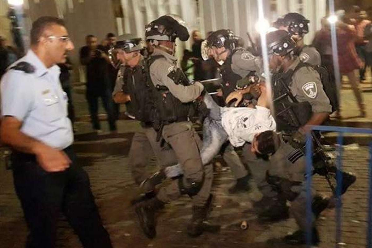 Primi morti e centinaia di feriti a Gerusalemme e in Cisgiordania per i metal detector all'accesso alla Spianata delle moschee