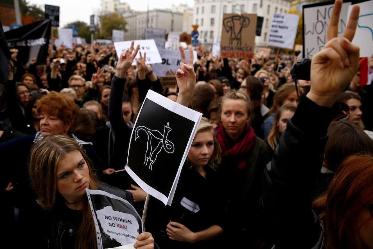"""""""Il no dei polacchi al divieto di aborto ha vinto sui barbari"""""""