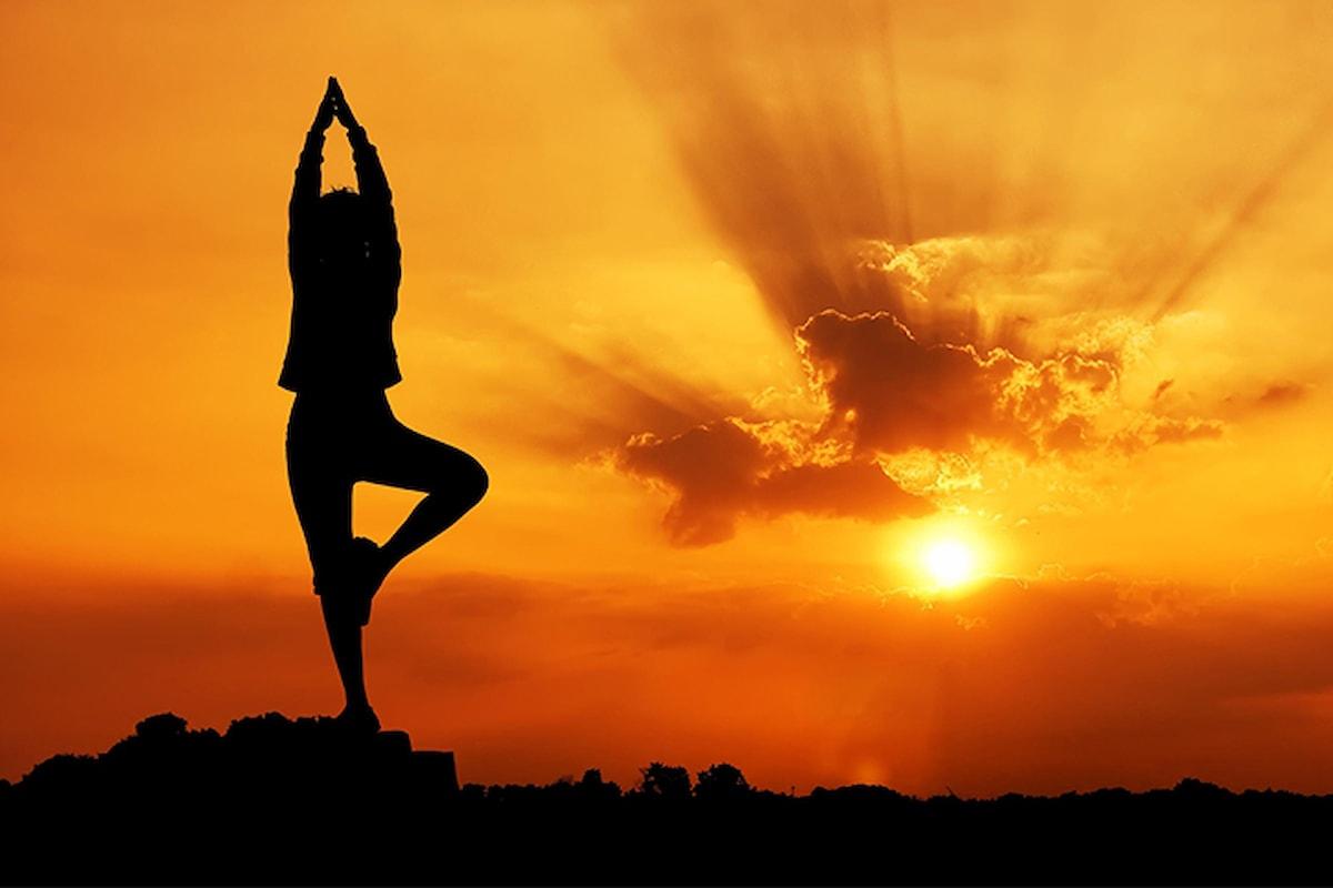 I benefici dei due saluti dello yoga: sole e luna