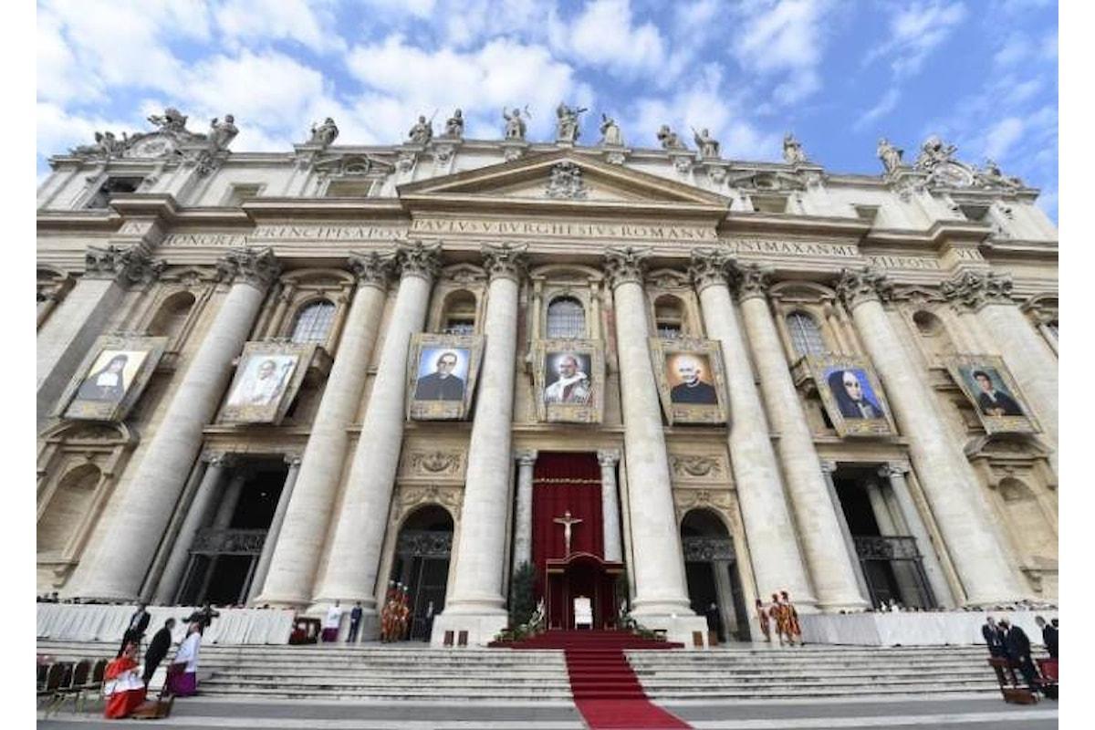 Il Papa ha riconosciuto sette nuovi santi, tra questi Paolo VI e Oscar Romero