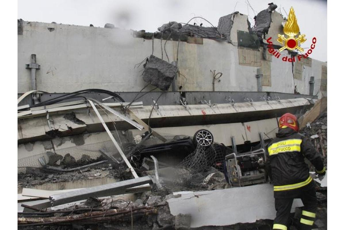 Disastro a Genova, crolla un ponte sull'A10