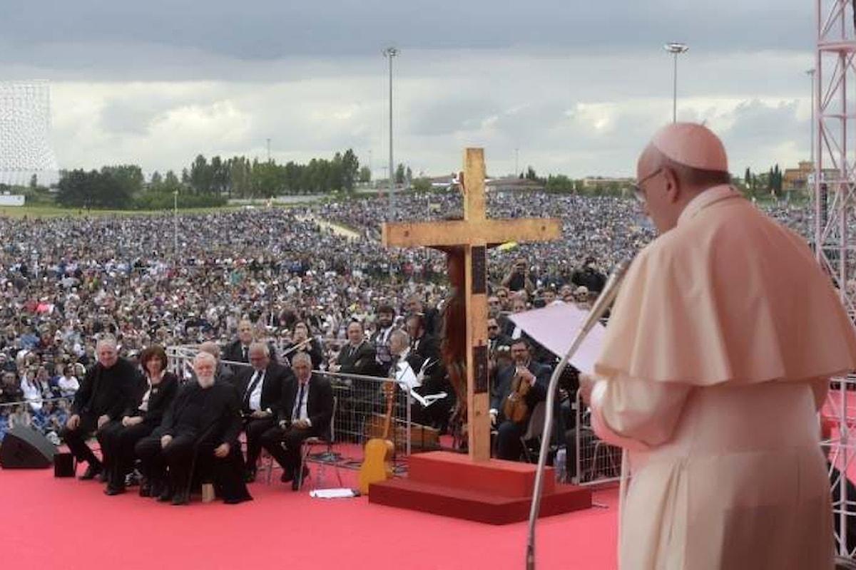 Papa Francesco, nella spianata di Tor Vergata, celebra il 50° anniversario dell'inizio del Cammino Neocatecumenale