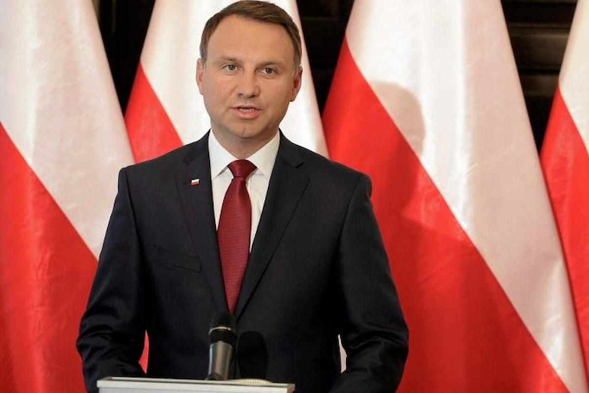 Il presidente Duda firmerà la controversa legge che nega qualsiasi responsabilità della Polonia nei crimini nazisti